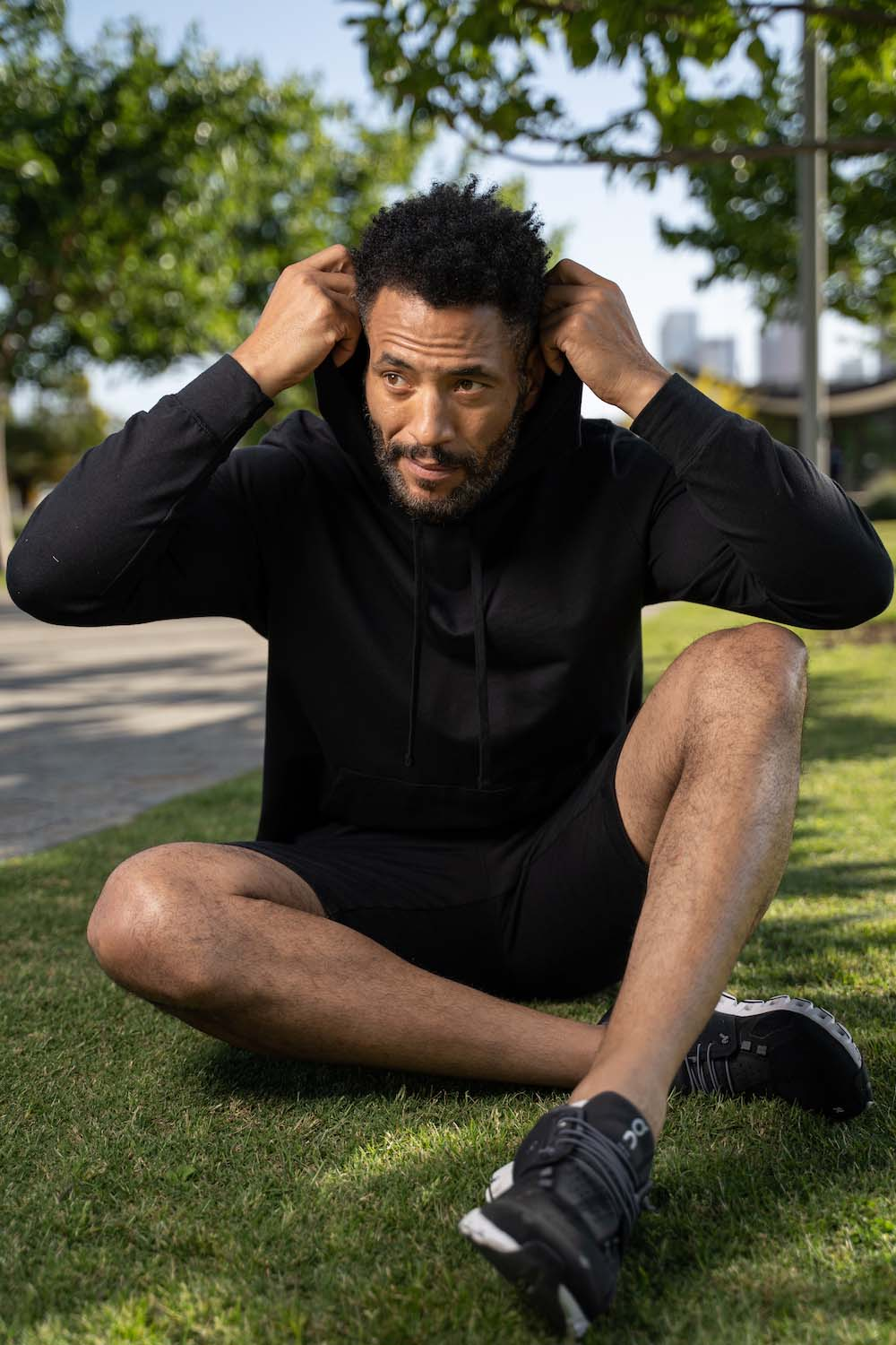 Lifestyle-On-Location-Model-Onmodel-Damion-Lloyd-Photography-Commercial-Product-Apparel-Clothing-Los-Angeles-Orange-County-male-man-GLYDER-sportswear-outdoor-city-urban-park-hoodie-black-shirt